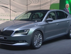 Skoda Superb 2015 download