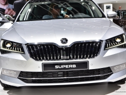 Skoda Superb 2015 hd background