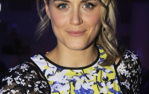 Taylor Schilling iphone Background