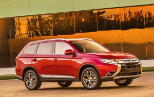 Mitsubishi Outlander 2016 HD Wallpaper