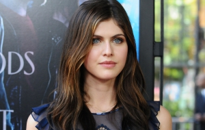 Alexandra Daddario HD Background