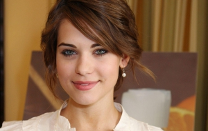 Lyndsy Fonseca HD Wallpaper