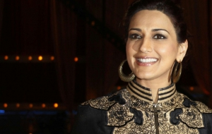 Sonali Bendre Background
