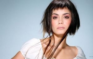 Shannyn Sossamon Background