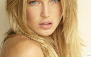 Caity Lotz High Definition Wallpapers