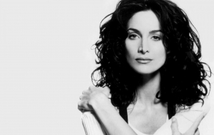 Carrie Anne Moss Desktop