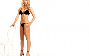 Claudia Schiffer HD Desktop