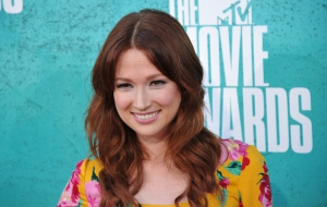 Ellie Kemper HD Background