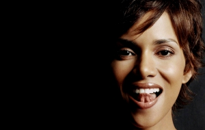 Halle Berry High Definition Wallpapers