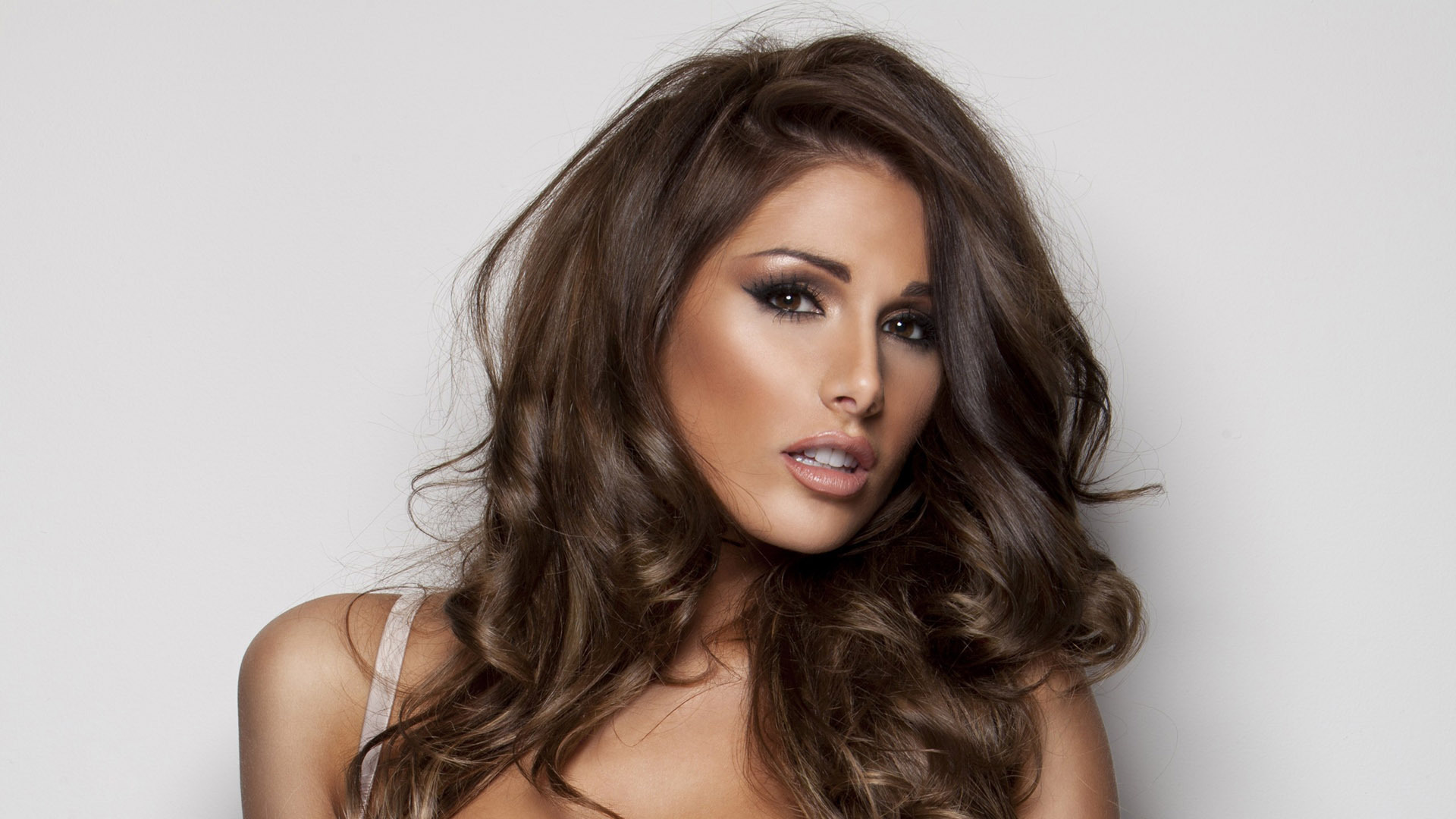Lucy Pinder Wallpapers Images Photos Pictures Backgrounds