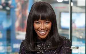"""Jeff Lewis And Naomi Campbell Visit """"Extra"""""""