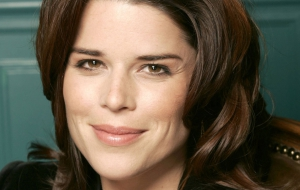 Neve Campbell Background