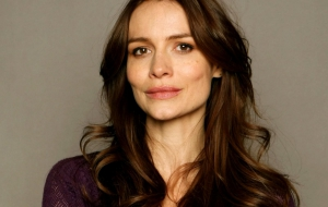 Saffron Burrows HD Wallpaper