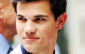 Taylor Lautner Background