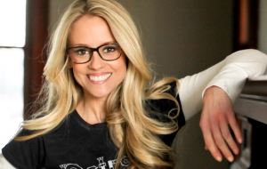Nicole Curtis Wallpaper