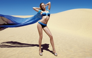 Anne Vyalitsyna Widescreen