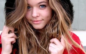 Sasha Pieterse HD Background
