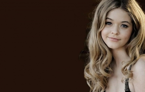 Sasha Pieterse Wallpaper