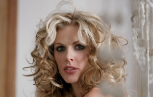 Donna Air High Quality Wallpapers