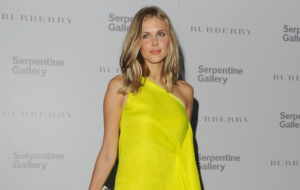 Donna Air Images