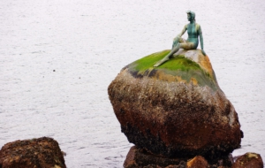 Girl In A Wetsuit Statue High Quality Wallpapers