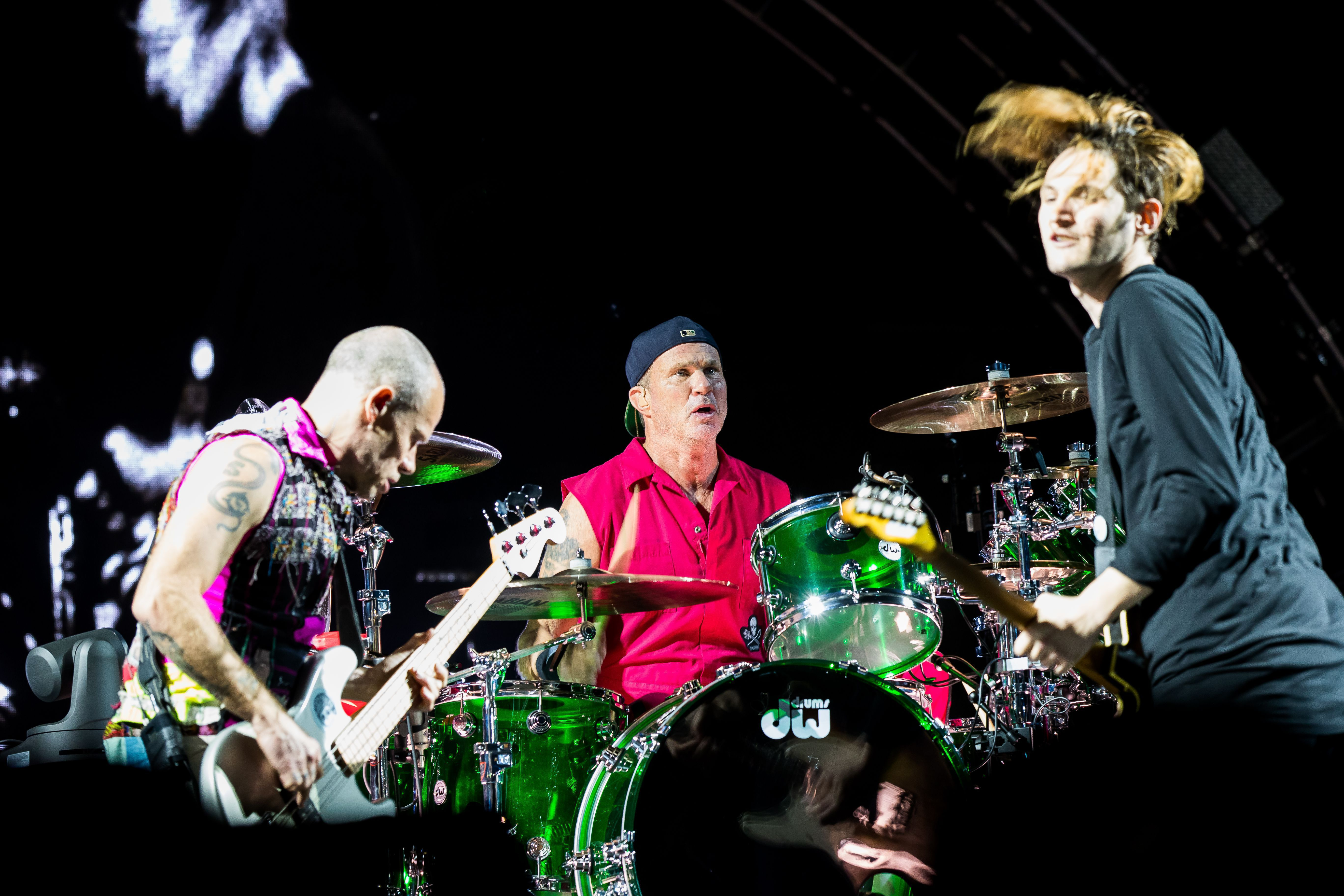 Red Hot Chili Peppers phone, desktop wallpapers, pictures ...