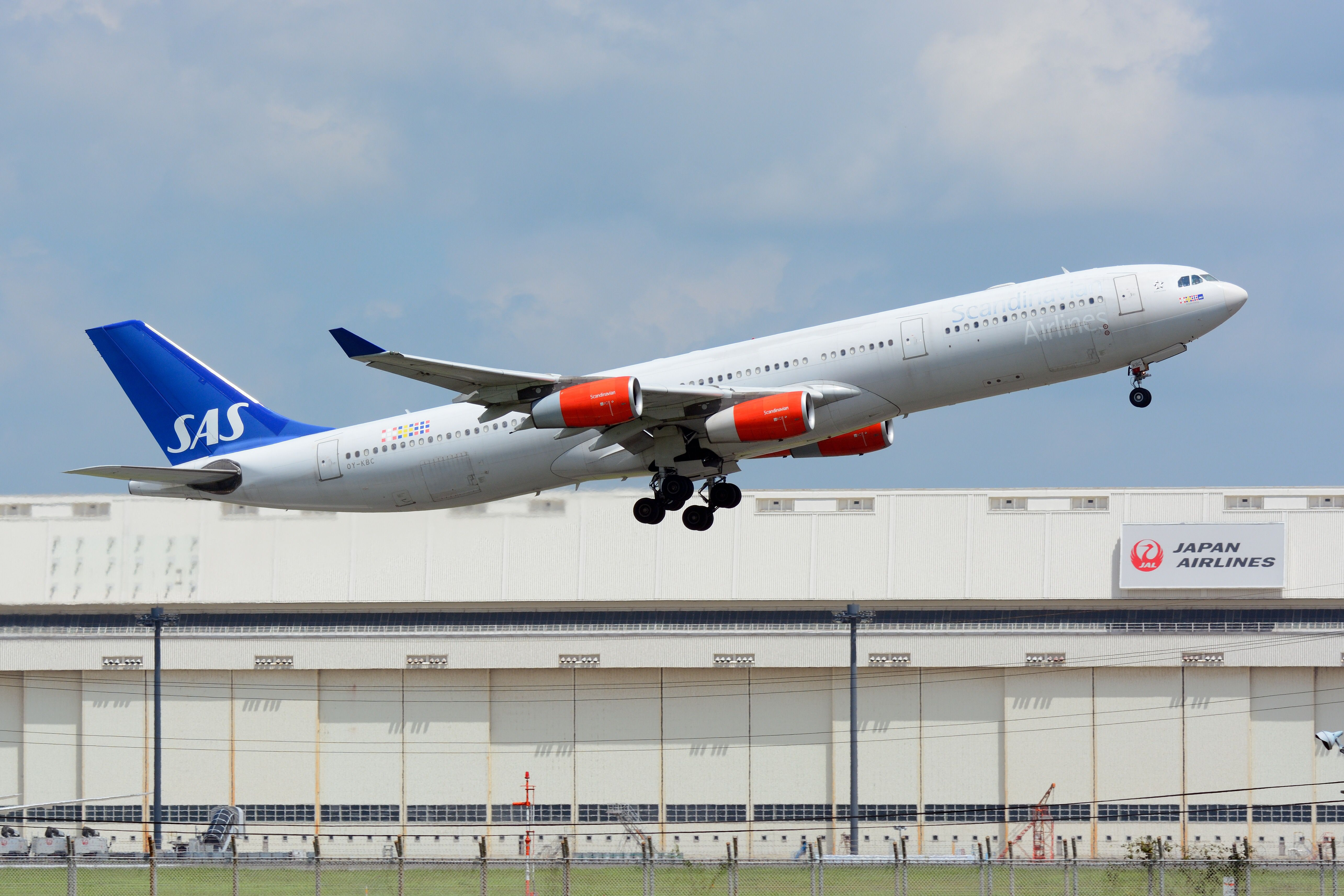 Airbus A340 HD Background