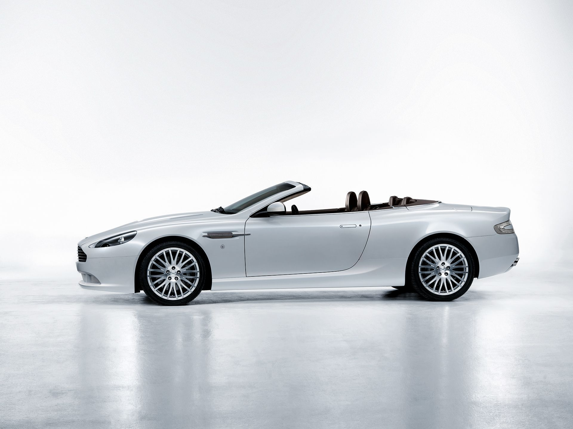 Aston Martin Db9 Collection