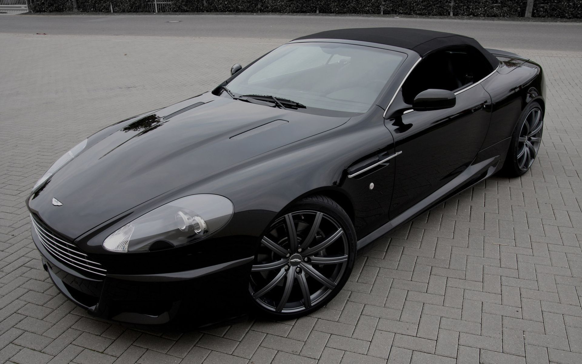 Aston Martin Db9 In High Resolution