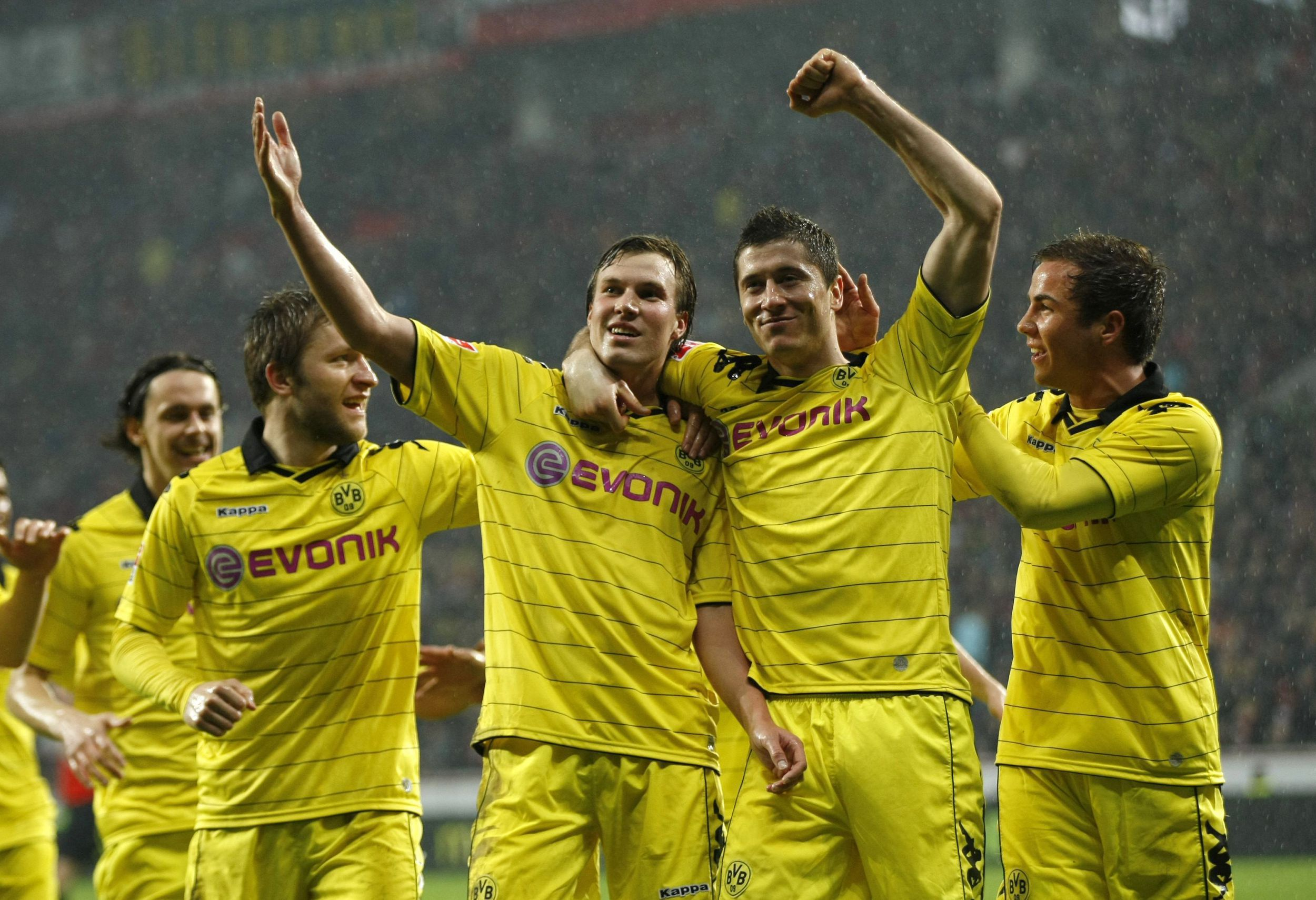 Borussia Dortmund's Grosskreutz, Lewandowski And Teammates Celebrate A Goal Against Bayer Leverkusen In Leverkusen