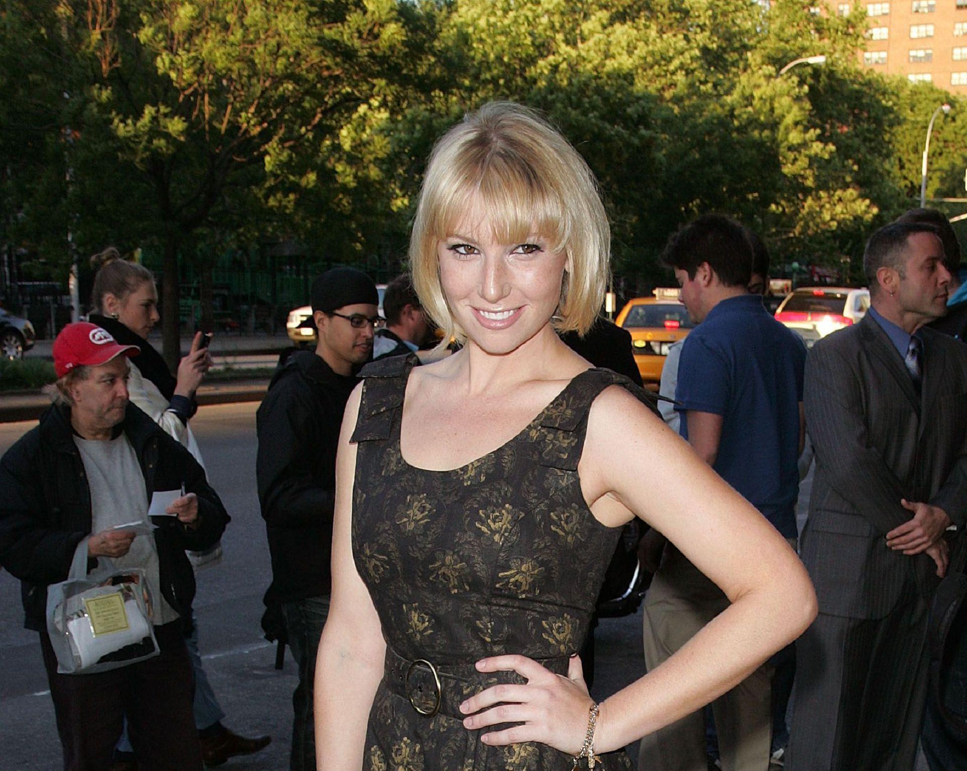 Ari Graynor HD Wallpaper