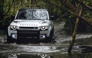 Land Rover Discovery 2020 Black Beautiful Wallpaper