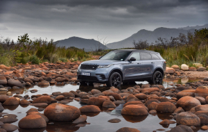 Land Rover Discovery 2020 Black Wallpaper