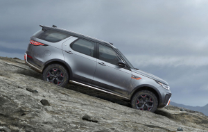 Land Rover Discovery 2020 Silver Wallpaper