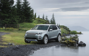 Land Rover Discovery 2020 White Images