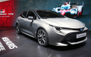 Toyota Corolla 2020 White Wallpapers Pack