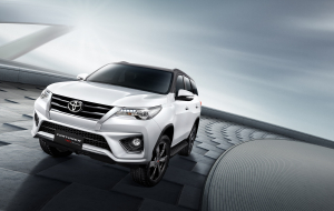 Toyota Fortuner 2020 Black Full HD Wallpapers