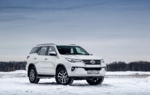 Toyota Fortuner 2020 Green Photos