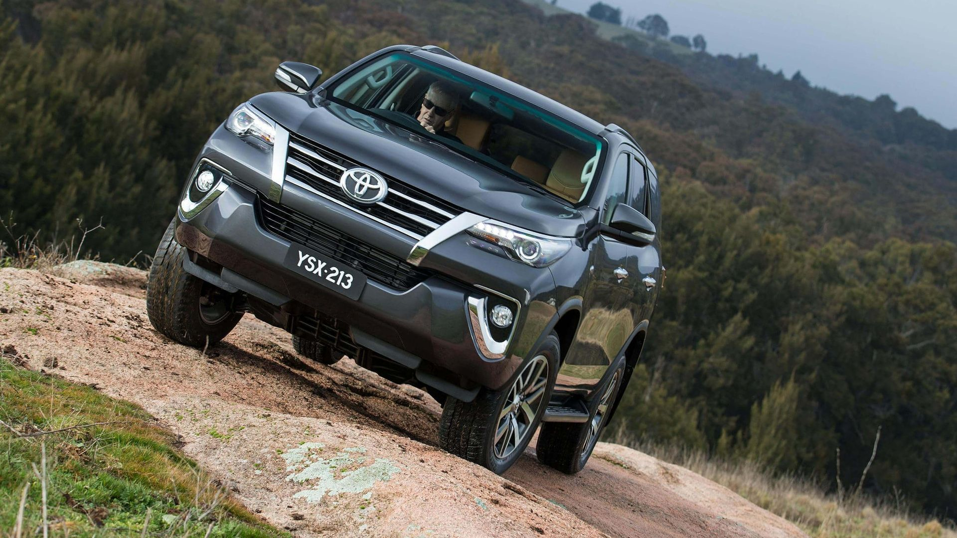 Toyota Fortuner 2020 green