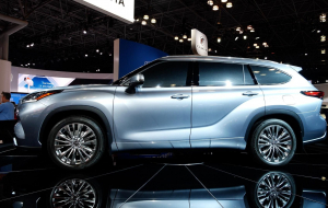 Toyota Highlander 2020 Blue In HQ