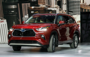 Toyota Highlander 2020 Green Beautiful Wallpaper