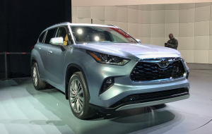 Toyota Highlander 2020 Green Gallery