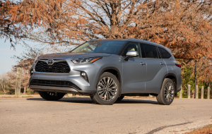 Toyota Highlander 2020 Green Widescreen