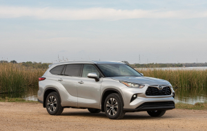 Toyota Highlander 2020 Silver Wallpapers HD