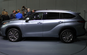 Toyota Highlander Hybrid 2020 Wallpapers For IPhone