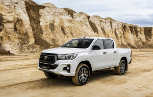Toyota Hilux 2020 Red Pics