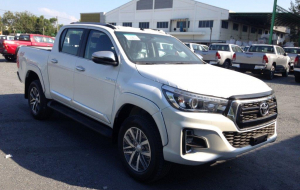 Toyota Hilux 2020 Silver Gallery