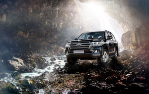 Toyota Land Cruiser 200 2020 Black Beautiful Wallpaper