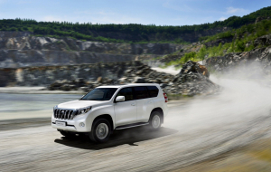 Toyota Land Cruiser Prado 2020 Silver Beautiful Wallpaper