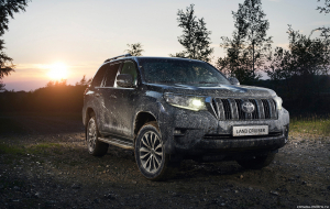 Toyota Land Cruiser Prado 2020 Silver Wallpapers For IPhone